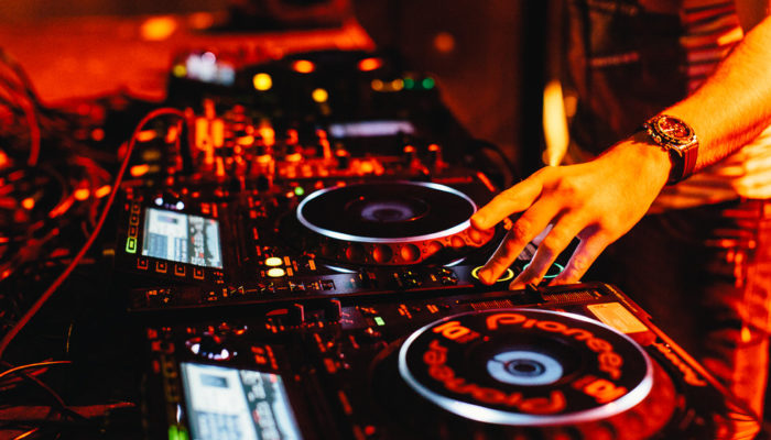 7 Ways a DJ can be more creative – steal like an artist
